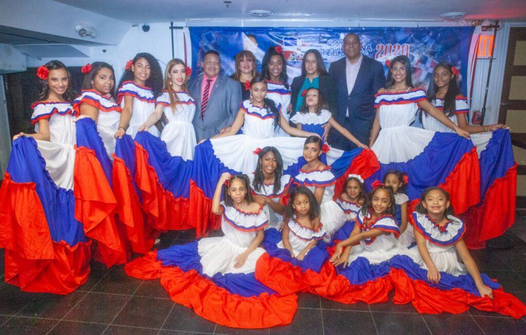 """Candidatas a reinas encantan a seguidores de """"La Gran Parada Dominicana de el Bronx"""" en preparación a la celebración del 31 aniversario de la organización."""