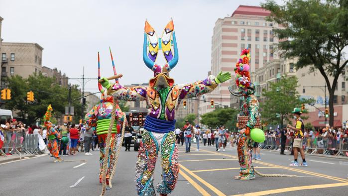 La Gran Parada Dominicana del Bronx Celebra Su 32 Aniversario con Mucho Éxito